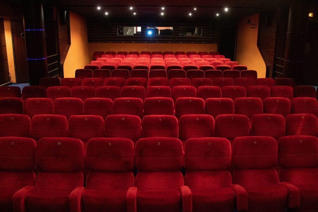 Cinema-vazio-1024x683 Efeito Mulan: Associação de Cinema da Alemanha diz que a Disney está brincando com fogo