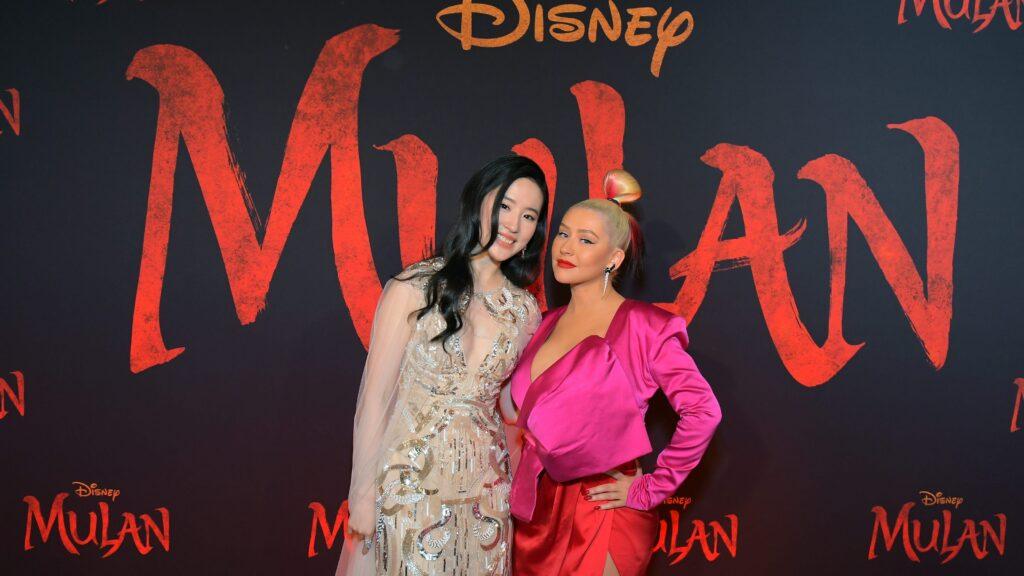 "Mulan-Christina-Aguilera-1024x576 Mulan: Christina Aguilera lança dois clipes de ""Loyal, Brave, True"""