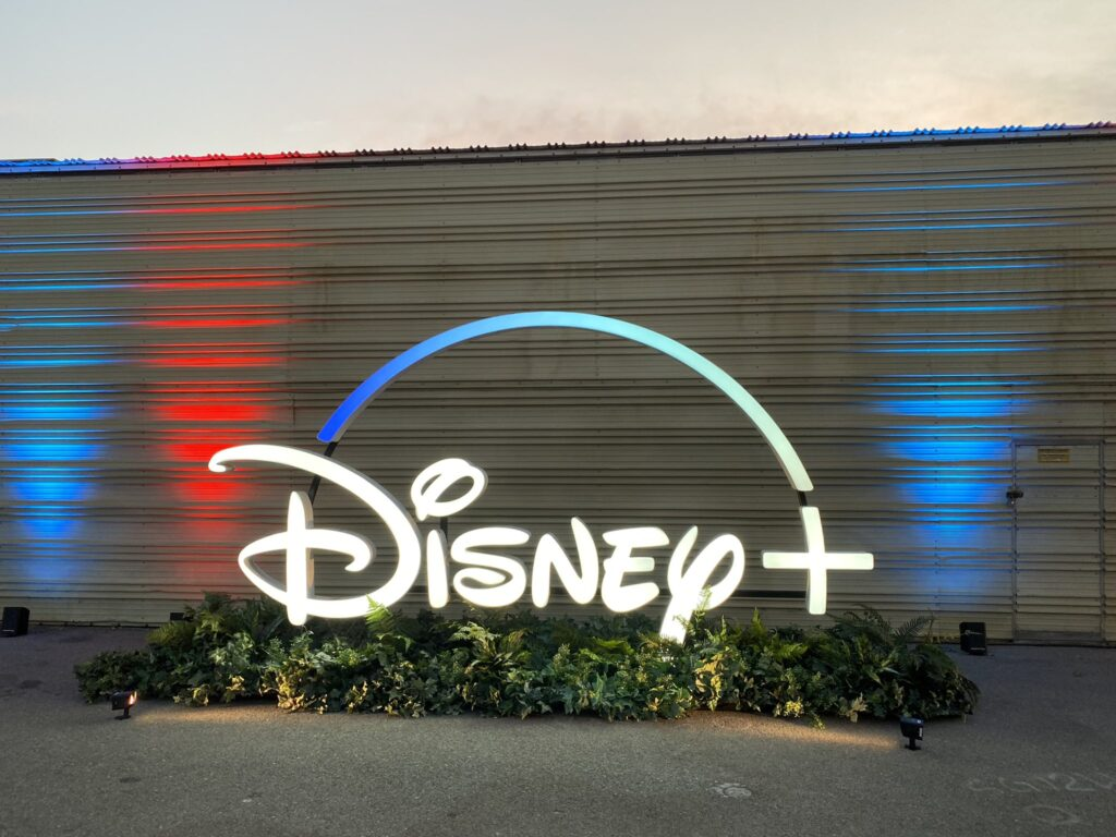 Festival-Disney-Plus-Drive-in-1-1024x768 Disney divulga fotos da 1ª noite do Festival Disney+ Drive-in
