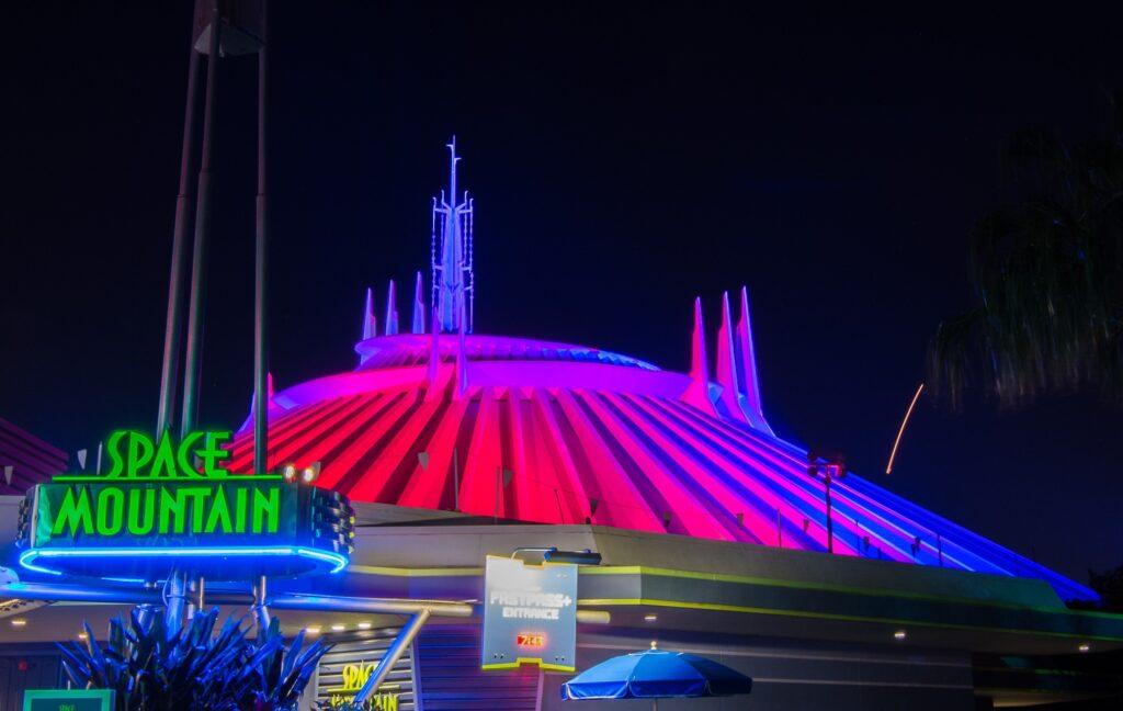 Space-Mountain-Disney-1024x648 Disney está desenvolvendo um filme live-action da atração Space Mountain