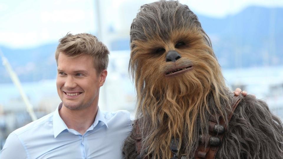 Joonas-Suotamo-Chewbacca Star Wars: Intérprete de Chewbacca se Declara aos Fãs no Twitter