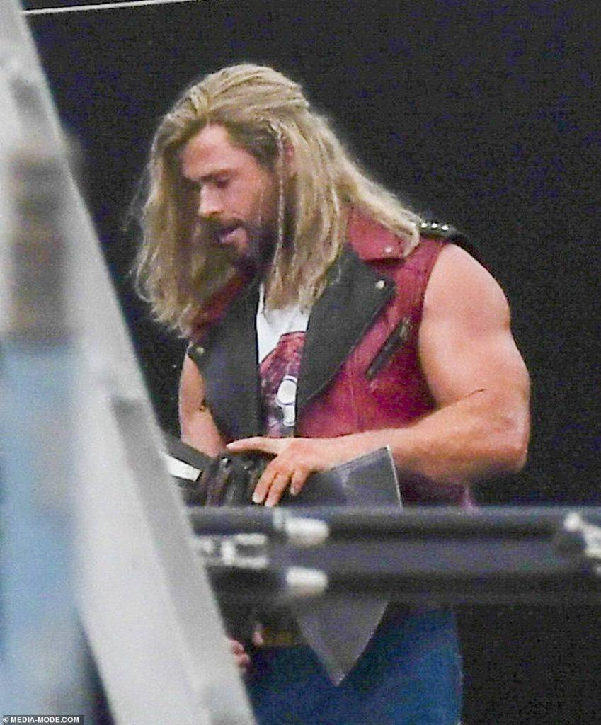Thor-Amor-e-Trovao-Primeiras-Fotos-do-Set-10-849x1024 Amor e Trovão: Fotos do Set Revelam Visual Completo de Thor, Senhor das Estrelas e Nebulosa