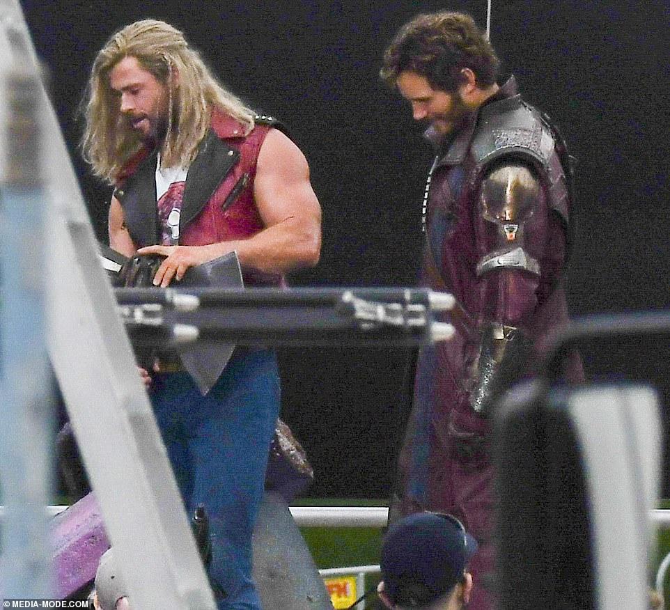 Thor-Amor-e-Trovao-Primeiras-Fotos-do-Set-11 Amor e Trovão: Fotos do Set Revelam Visual Completo de Thor, Senhor das Estrelas e Nebulosa