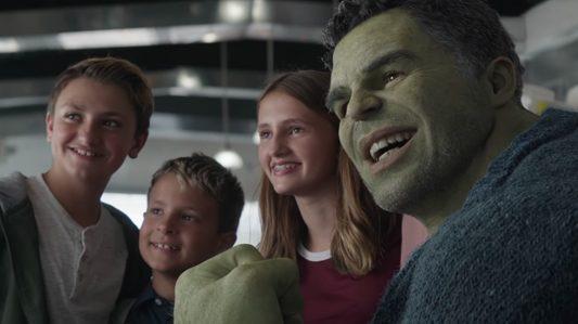 Lia-Russo-com-o-Hulk-edited Você Sabia? Parentescos inusitados nos Filmes e Séries da Marvel