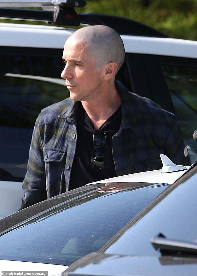 Christian-Bale-Careca-3 Christian Bale Aparece Careca em Bastidores de Thor: Amor e Trovão