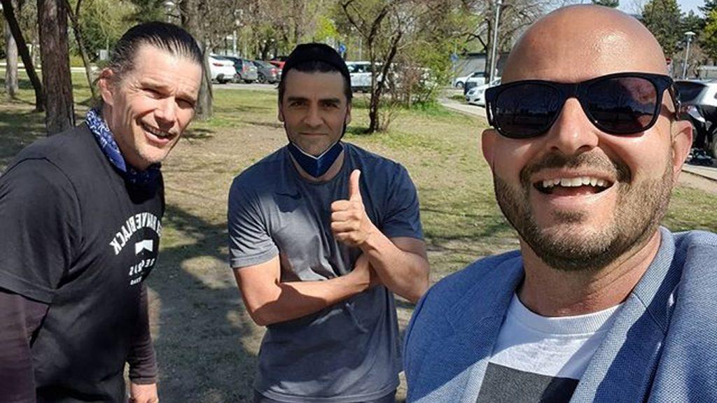 Oscar-Isaac-e-Ethan-Hawke-em-Budapeste-1024x576 Moon Knight: Oscar Isaac e Ethan Hawke já estão em Budapeste para as Gravações