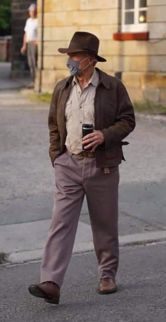 Indiana-Jones-Harrison-Ford-4-529x1024 Indiana Jones 5: Imagens do set revelam visual de Harrison Ford para o filme