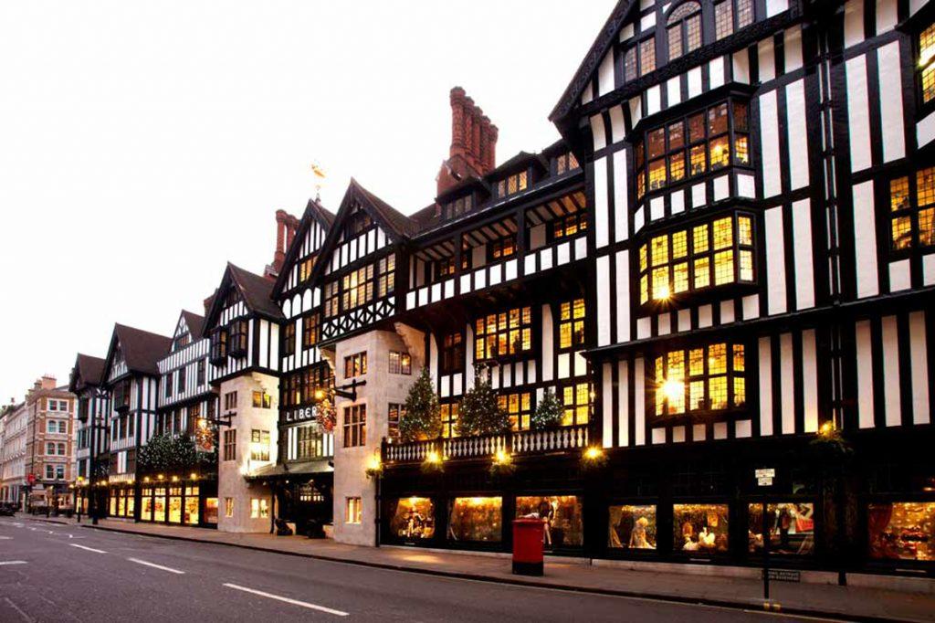 Liberty-London-Cruella-2-1024x682 Cruella: veja as locações em Londres do filme da clássica vilã da Disney