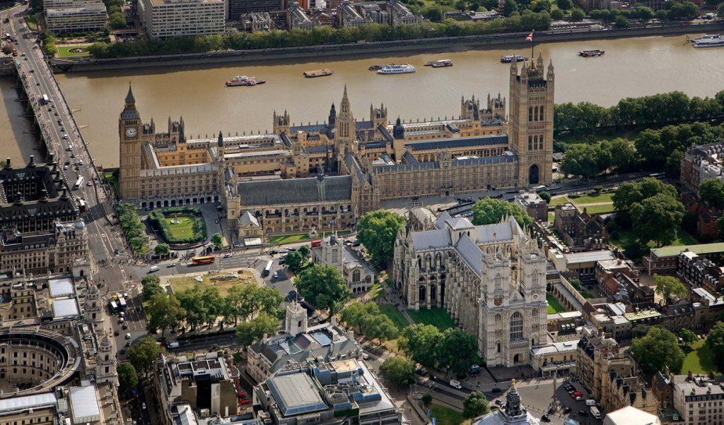 Westminister-Londres-Cruella-1024x602 Cruella: veja as locações em Londres do filme da clássica vilã da Disney