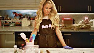Cozinhando-com-Paris-Hilton