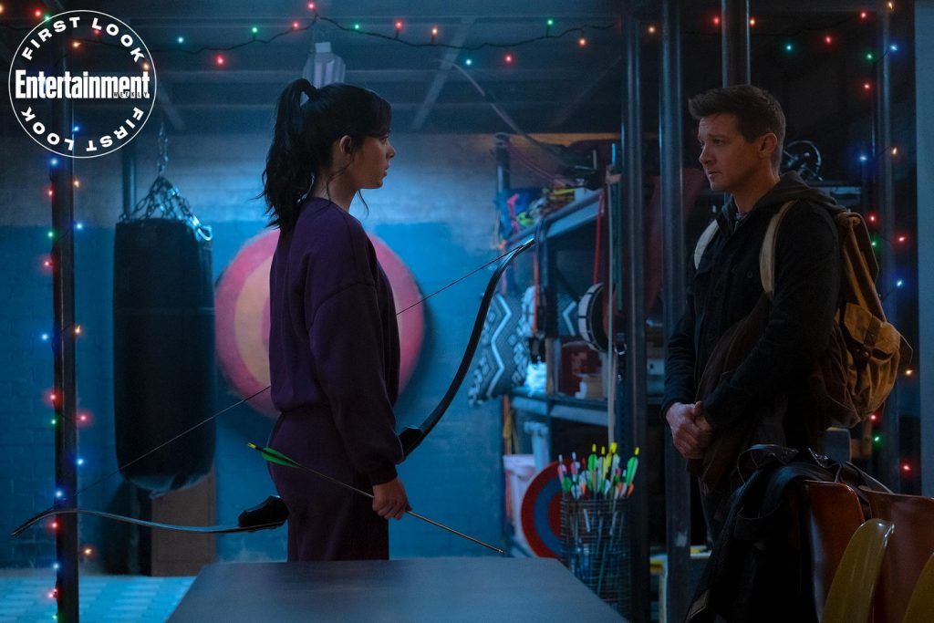 Kate-Bishop-e-Clint-Barton-em-Hawkeye-1024x683 Hawkeye: Quem é Kate Bishop, a nova Gaviã Arqueira?