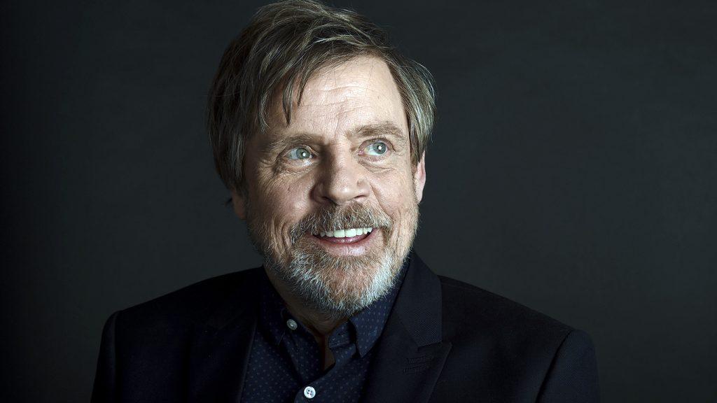 Mark-Hamill-sorrindo-1024x576 Mark Hamill participou de todos os filmes de Star Wars desde 2015, você sabia?