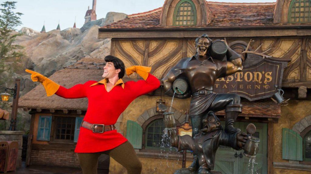 Gastao-Assedio-na-Disney-1-1024x576 Visitante de Parque da Disney assedia Gastão, que a manda sair; veja o vídeo!