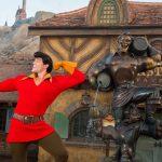 Visitante de Parque da Disney assedia Gastão, que a manda sair; veja o vídeo!
