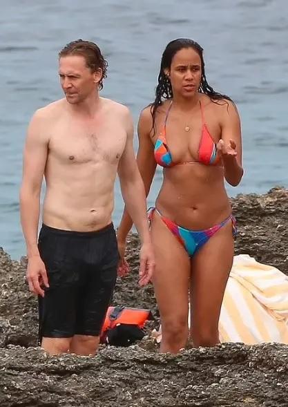 Tom-Hiddleston-e-Zawe-Ashton Tom Hiddleston é visto em clima romântico com atriz de Capitã Marvel 2 em Ibiza