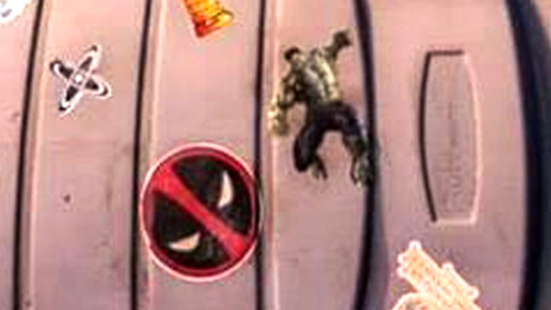image-115 Easter egg em novo filme da Netflix tem Deadpool e Bruce Banner, o Hulk