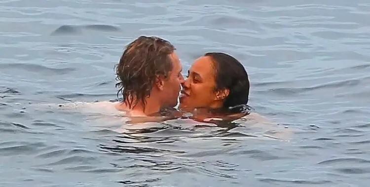 tom-Hiddleston-e-Zawe-Ashton-2 Tom Hiddleston é visto em clima romântico com atriz de Capitã Marvel 2 em Ibiza